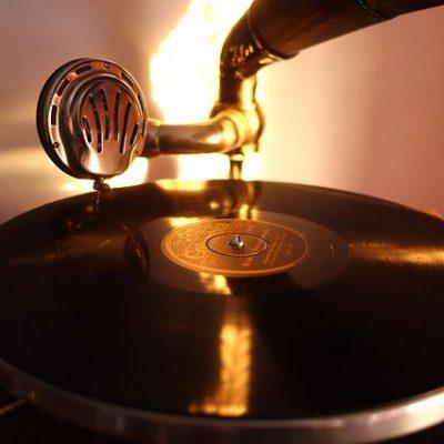gramophones-1966195_640 (1)